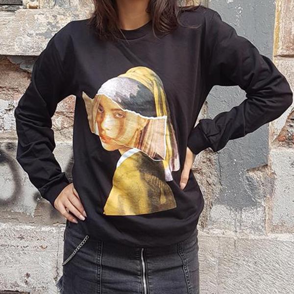 Billie Eilish İnci Küpeli Kız Sweatshirt